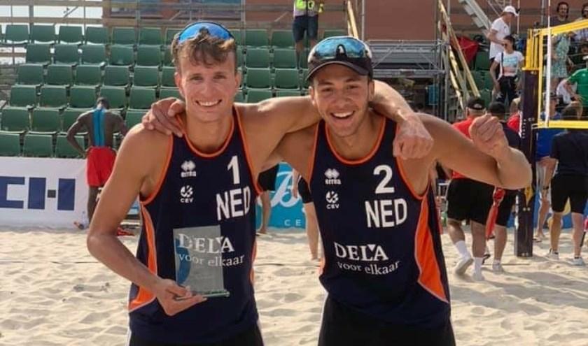 Rechts Matthew Immers met zijn beachvolleybal  maatje Yorick de Groot