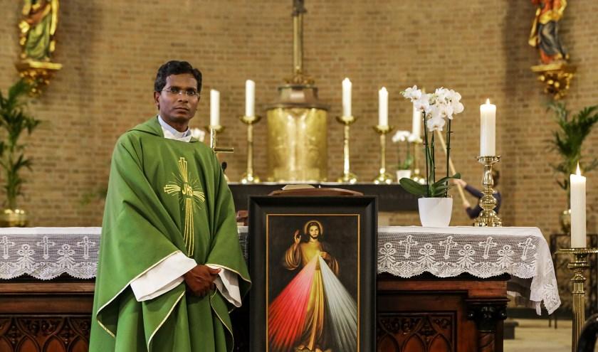 Pater Jozef Aruldoss is een missionaris van de Indiase Society of the Heralds of Good News. FOTO: Jurgen van Hoof.