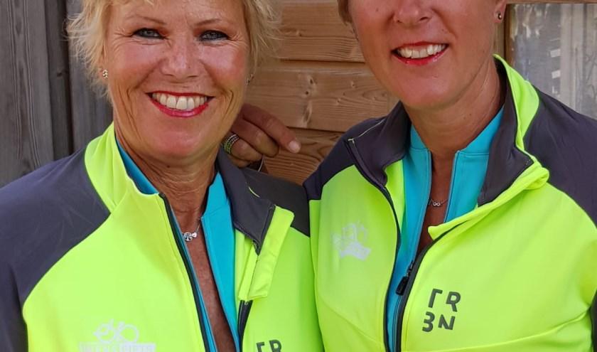Marjanne Smits (links) en Monique Hageman hebben het intiatief van een Wensfiets opgezet.