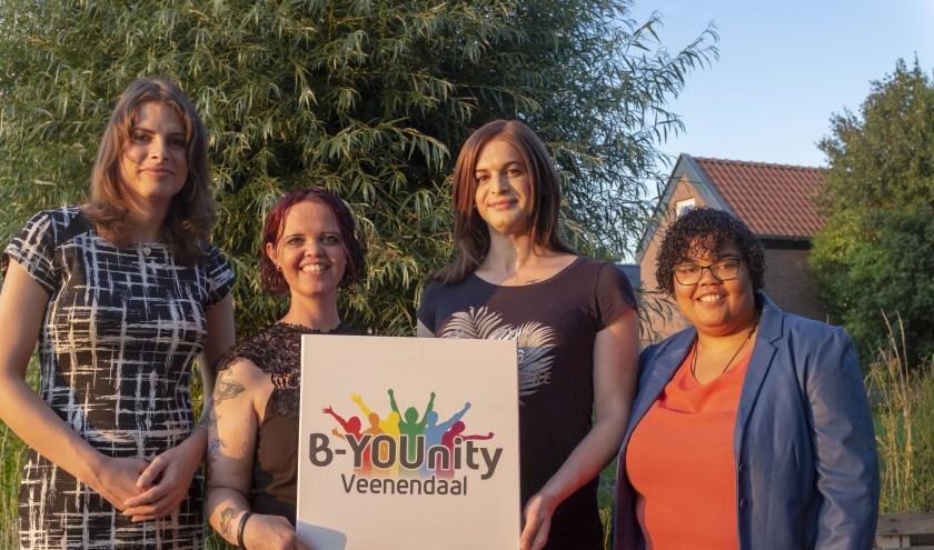 Van links naar rechts: Lindsey van Ginkel, Shannah Dirks, Dani Zwiep (Designer) en Richeira Cijntje. (Foto: Renée Egbring)