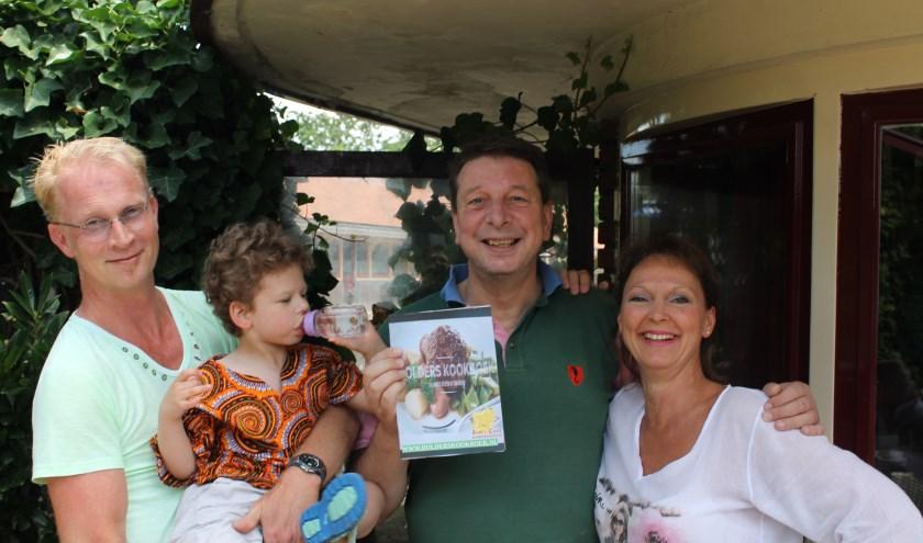 vlnr: Matthijs van der Beek (ZonnaCare), Oscar (cliëntje Zonnacare), Pieter Jaarsma (initiatiefnemer kookboek) , Annemiek Bernhard (ZonnaCare)