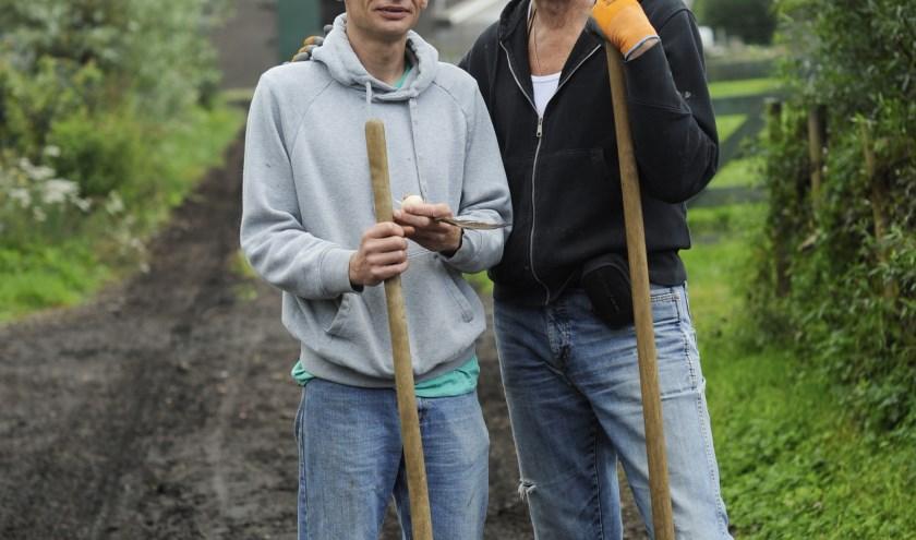 Uiteindelijk vindt Jan een baan bij een hoveniersbedrijf in zijn woonplaats. FOTO: MEE.