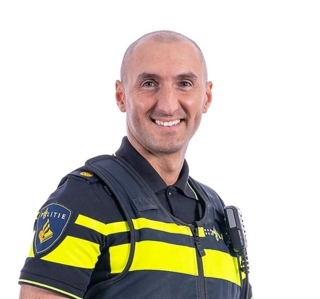Deze week is onze Rotterdammer van de Week Wijkagent Tugay, wijkagent in de IJsselmondse wijk Groenenhagen-Tuinenhoven!  © DPG Media