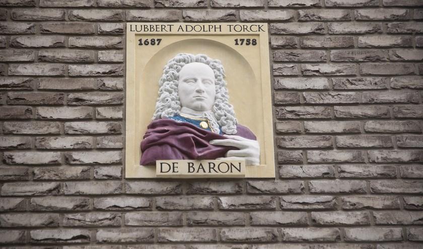 Lubbert Adolph Baron Torck (gevelsteen door Toon Rijkers).