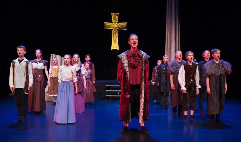 'de Goudspinner', uitgevoerd door leerlingen van Guus Theaterschool, kreeg op 1 en 2 juli een volle bak in Theater Cultura. (Foto: Cindy de Jong)