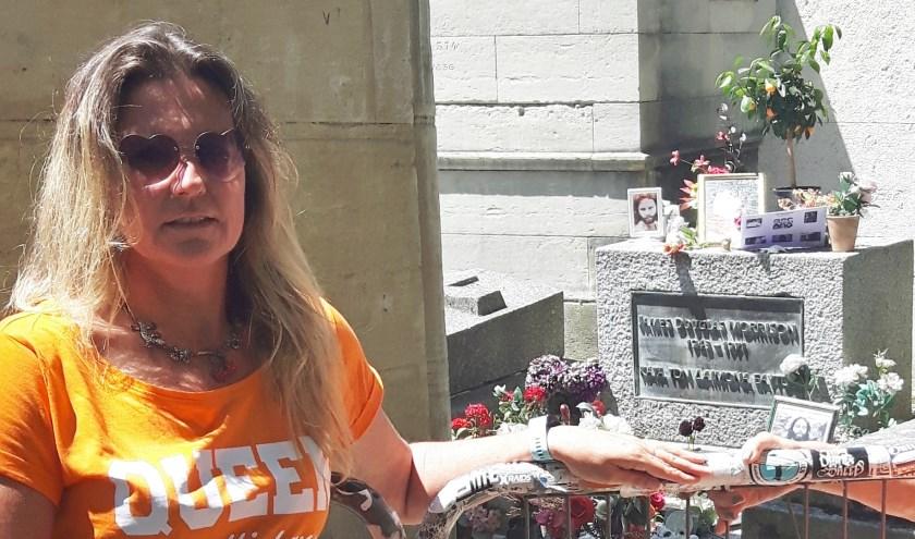Imelda Bogaard bezoekt ieder jaar op 7 juli, de sterfdag van 'Doors' zanger Jim Morrison, diens graf op de beroemde begraafplaats Père-Lachaise in Parijs.