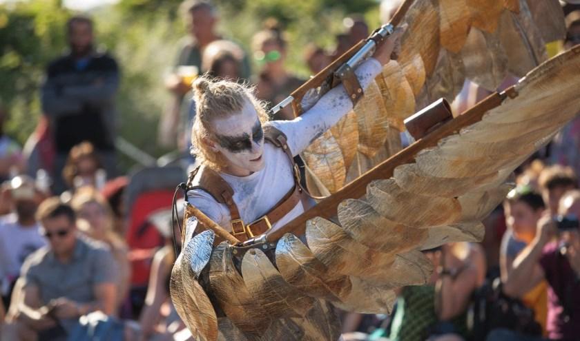 Dansgezelschap Southpaw (UK) giet de Griekse mythe van Icarus deze zomer in een nieuw jasje.