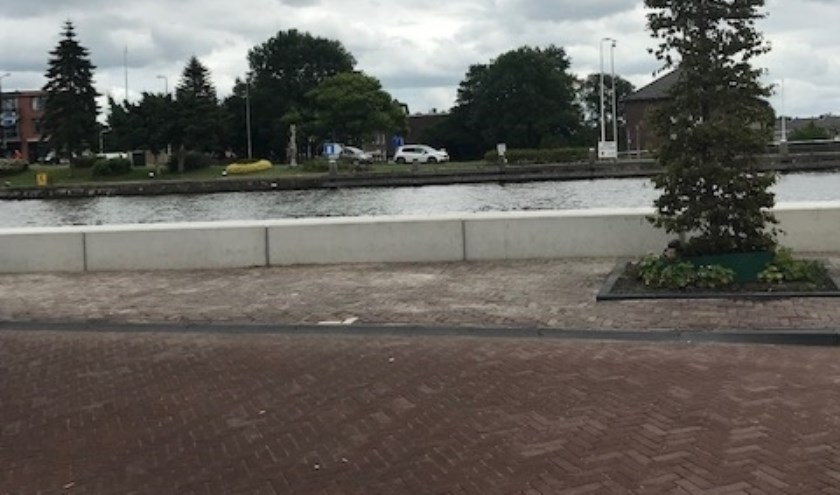De boulevard tegenover café Gouwezicht