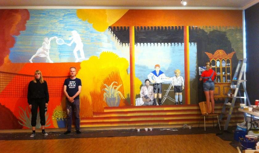 Gijs Frieling samen met oud-leerling en kunstenares Fiona Lutjenhuis.