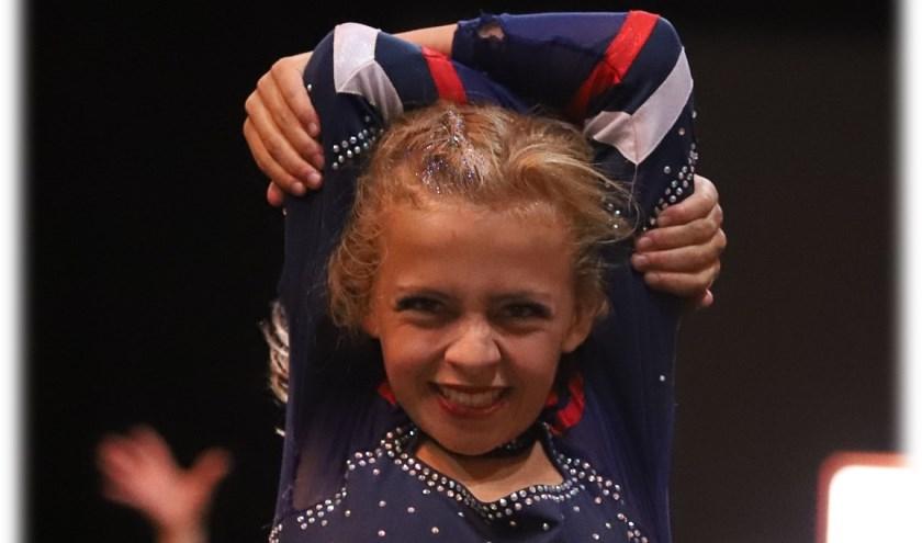 Cheerleader Carmen in actie