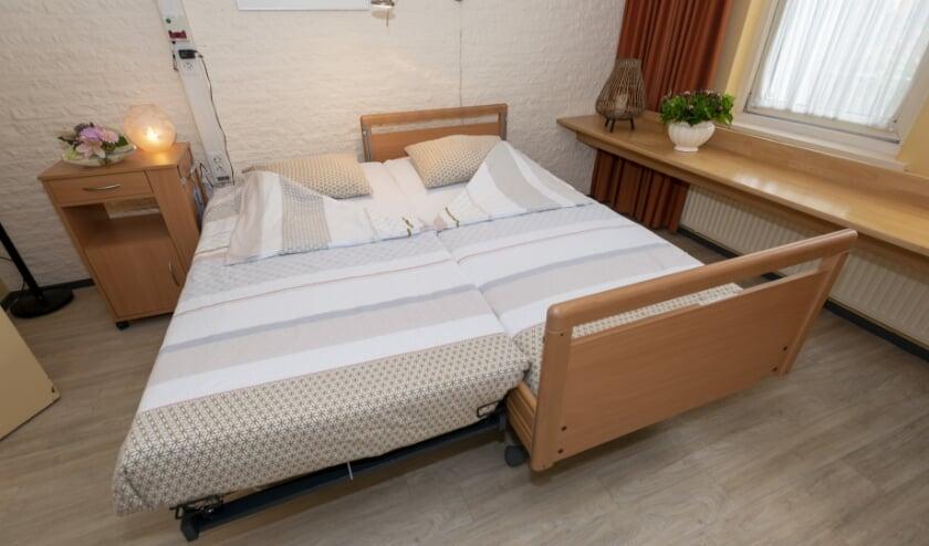 <p>Een koppelbed is een logeerbed, dat in een handomdraai van een eenpersoons hoog-/laagzorgbed een volwaardig tweepersoonsbed maakt.</p>