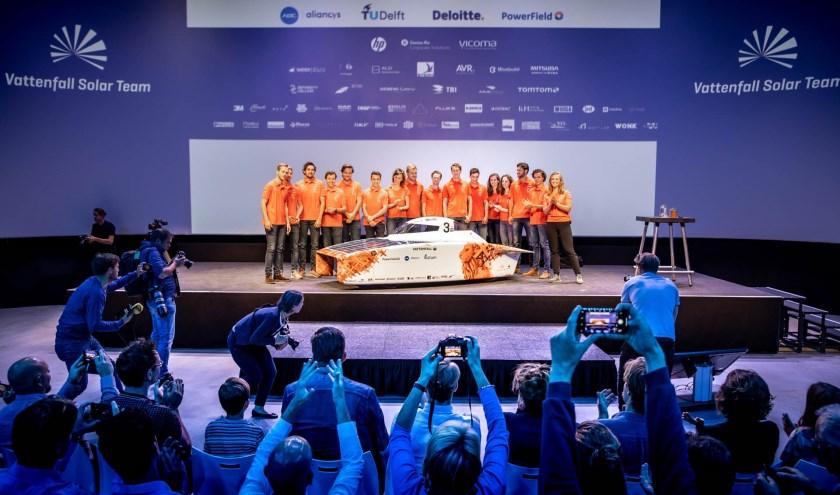 Het Vattenfall Solaar team met de NunaX