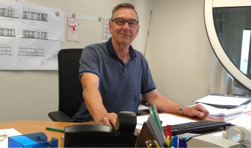 Gerard van Belzen heeft na vijftig jaar werken nog altijd plezier bij De Delta bv. 'Het voelt als familie, als mijn Delta'  FOTO: JOHN DE KOK