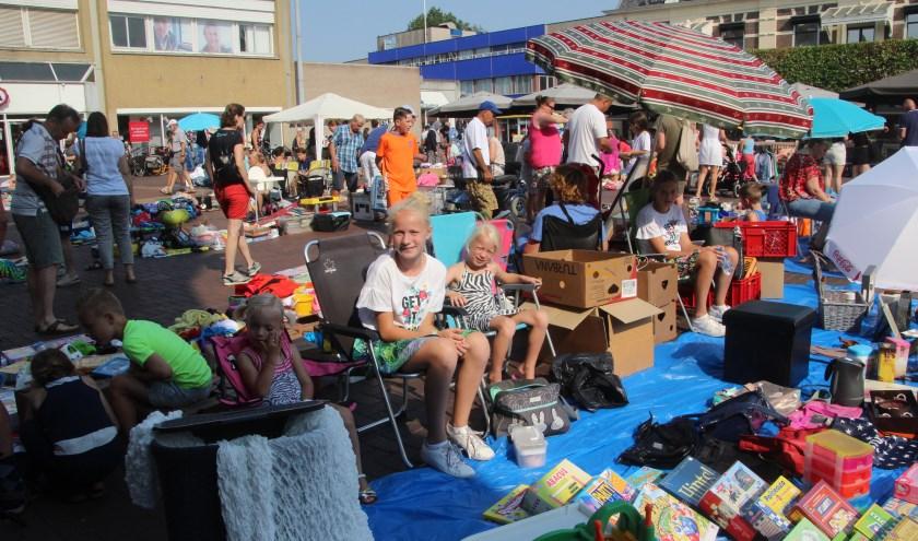 Net als andere jaren is er weer van alles te koop op de kinderrommelmarkt (foto: archief)