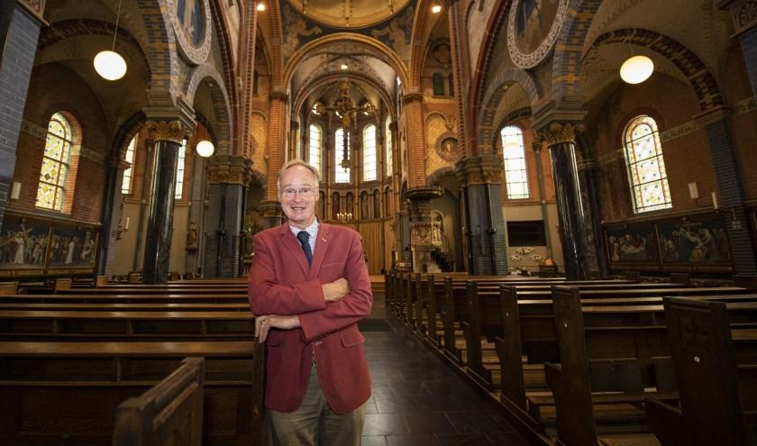 Pastor Aloys Van Velthoven in de H. Antonius Abtkerk van Overasselt. (foto: Jimmy Israël)