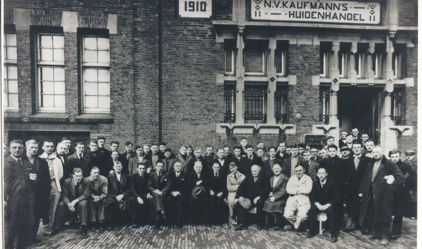 Streekmuseum Jan Anderson komt graag in contact met mensen die meer weten over de zeven brandwachten en Kaufmann's Huidenhandel.