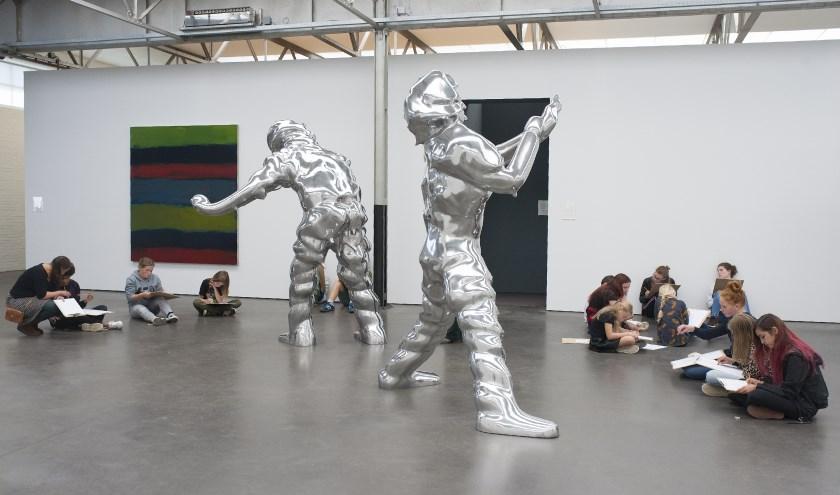 De Nieuwe Vincenten van 2018 aan het werk in De Pontmuseum. foto: Maria van der Heijden