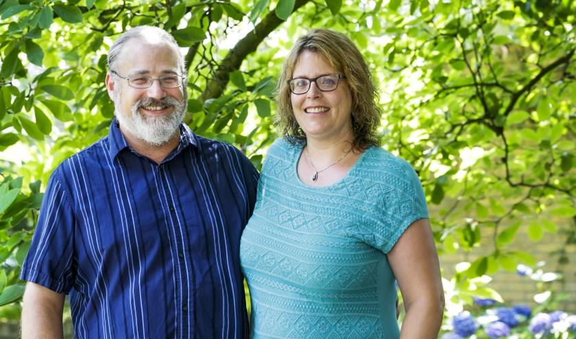 """Pete met Kimberly, over waar ze nu wonen: """"De hoge, oude bomen herinnerden ons aan de dorpen van onze jeugd."""" FOTO: Jurgen van Hoof."""