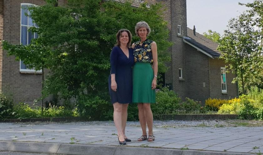 Karen Paternotte (links) en Willy van Leeuwen bij de Adventskerk. Foto: Robbert Roos