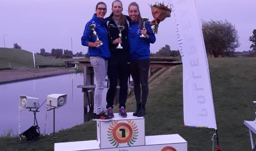 Het seizoensbeeld bij de dames werd in Jaarsveld volledig bevestigd. Nederlands recordhoudster Friezin Marrit van der Wal liet Dymphie Baas-van Rooijen en Wendy Helmes achter zich. (Foto: PB Holland)