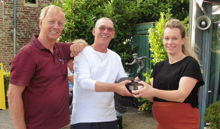 De wisselbeker werd uitgereikt door Gerlinde Mulder van het Spookhuys. Winnaars waren Kort / Van der Werf van Hattem Pétanque.
