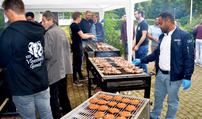 De keramische barbecue Samen voor de Voedselbank
