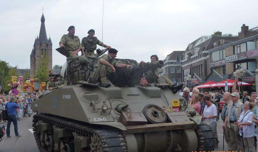 Zoals op 17 september 1944 rollen ook nu zware tanks Valkenswaard binnen.