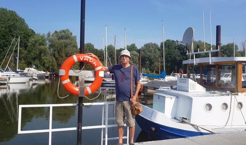 Henk Blaauw geniet als mensen een fijne tijd hebben in de jachthaven en de stad. (foto: Kees Stap)