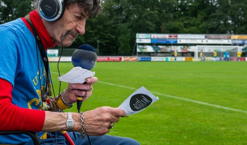 <p>De coronamaanden waren eenzaam voor sportverslaggever Arend Vinke. Sinds deze week zit hij weer wekelijks voor ons langs de velden.</p>