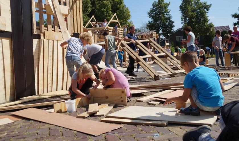 Ruim 160 kinderen timmerden en knutselden mee aan de Vakantie Bijbel Week. De week werd dit jaar voor de dertigste keer georganiseerd.