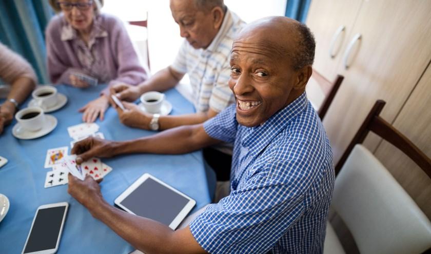 Het voordeel van een dagbesteding voor mensen met een migratieachtergrond is dat ouderen vaak onbewust elkaars gewoonten herkennen en met elkaar in gesprek gaan