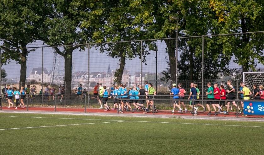 <p>Hardlopers starten op het sportpark Brandevoort.&nbsp;</p>