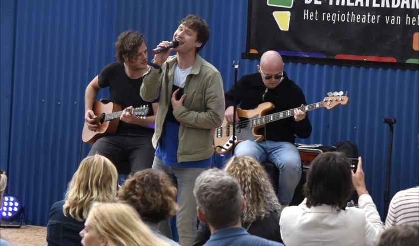 De Handsome Poets 'treden' toch op tijdens Koningsdag, alleen niet live. Foto: Marianka Peters
