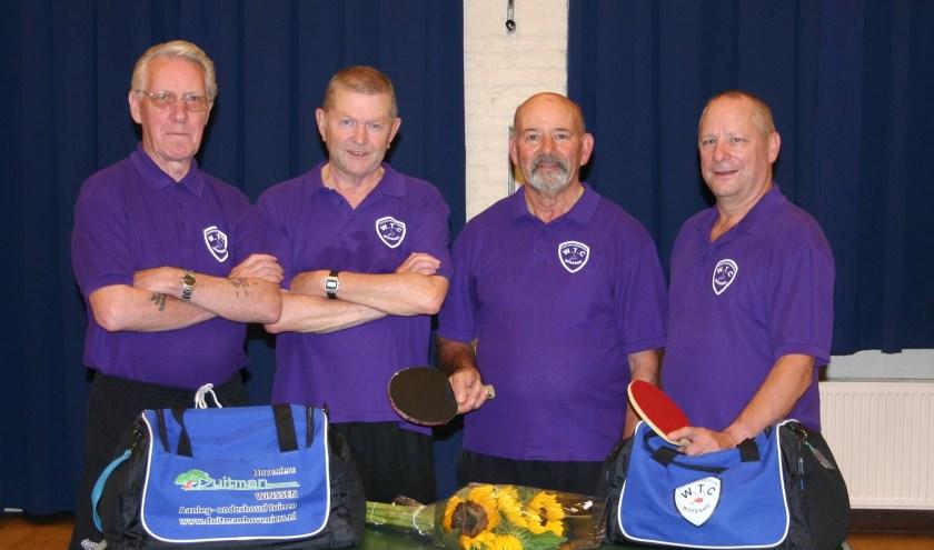 De vier WTC-leden die allen het 40-jarig lidmaatschap hebben volgemaakt en samen meer dan 165 jaar lid zijn! Van links naar rechts Ton Claessen (73), Jan van Os (69), Piet Derks (70) en de huidige voorzitter Jos Coenders (57).