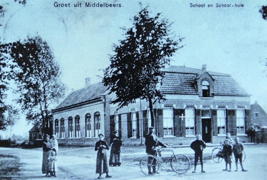 De hoofdonderwijzerswoning uit 1906 werd lunchroom.  © DPG Media