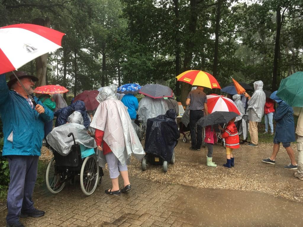 de Paraplu's kwamen goed van pas Foto: C Booman © DPG Media