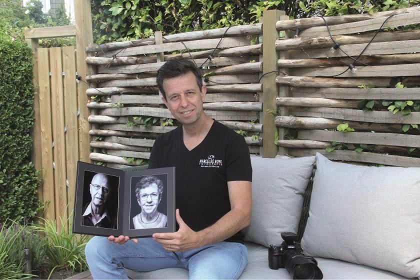 Marcel de Bont met portretten van zijn ouders.