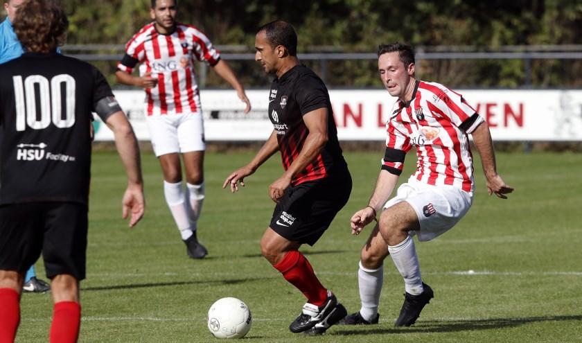 Groote Lindt vierdezijn jubileum onder meer met een wedstrijd tegen FC De Rebellen.