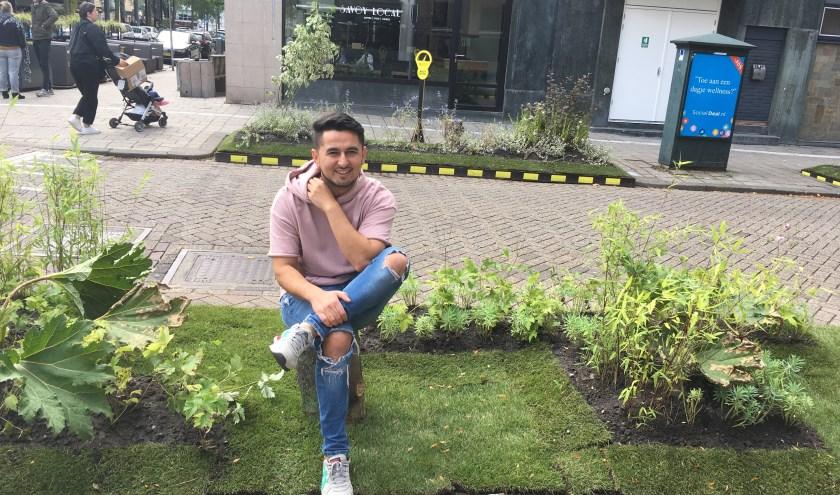 Uitbater Ken van bar Jigger, op de hoek van de Hoogtraat en Kipstraat, is enthousiast over zijn terras in het groen.