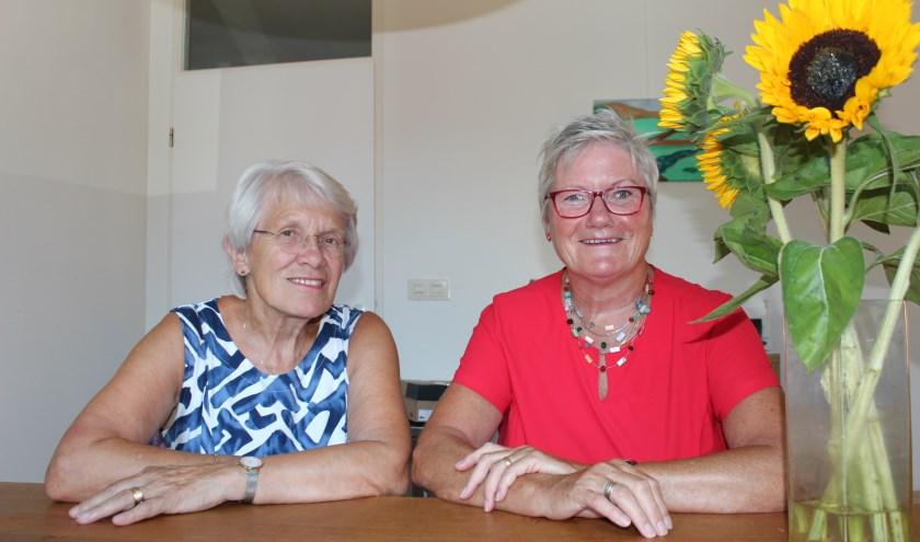 Marjo ten Berge en Conny Naerebout zijn Zonnebloem-vrijwilligers van het eerste uur. De Zwolse afdeling bestaat veertig jaar.