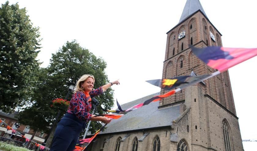 """Betty: """"Je kunt de toren van de Remigiuskerk beklimmen tot de gewelven van het dak. Deskundigen geven uitleg."""" (foto: Feikje Breimer)"""