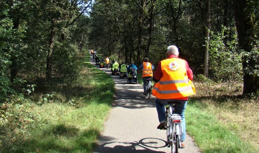 De deelnemers aan Flipje op wielen denken met veel plezier terug aan de uitgaansdag naar Overloon, waar door de bossen en langs de heide werd getoerd.