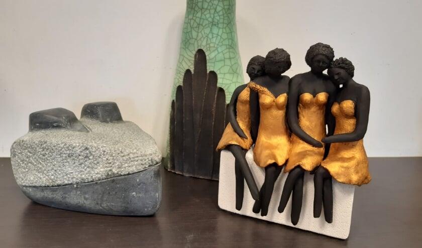 Voorbeelden van boetseer- en beeldhouwwerk. (Foto: Diny Voulon)