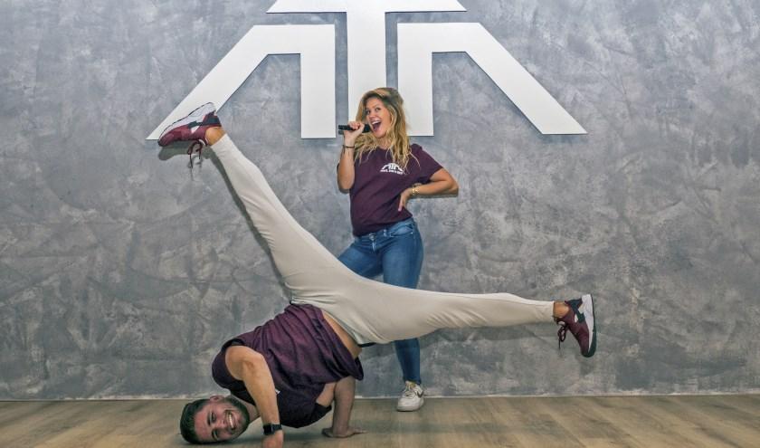 Rory Turubassa en zijn vriendin Kelly Beukers willen leerlingen van hun dans- en zangschool een eigen uitstraling geven. (foto: Auke Pluim)