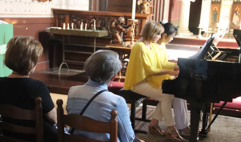 Velen genoten zondag van de pianowandeling door Culemborg. OP 20 lokaties werd afwisselend gespeeld.