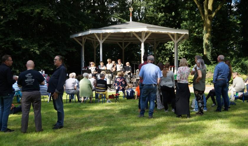 Zondagmiddag klonk in Rossum muziek uit alle windrichtingen. Deze middag is eén van de laatste onderdelen van het Cultuurfestival in de Bommelerwaard.
