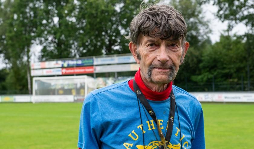 Arend Vinke houdt ook dit seizoen de uitslagen bij van alle eerste voetbalteams uit Hattem, Heerde en Epe. Foto: Dennis Dekker