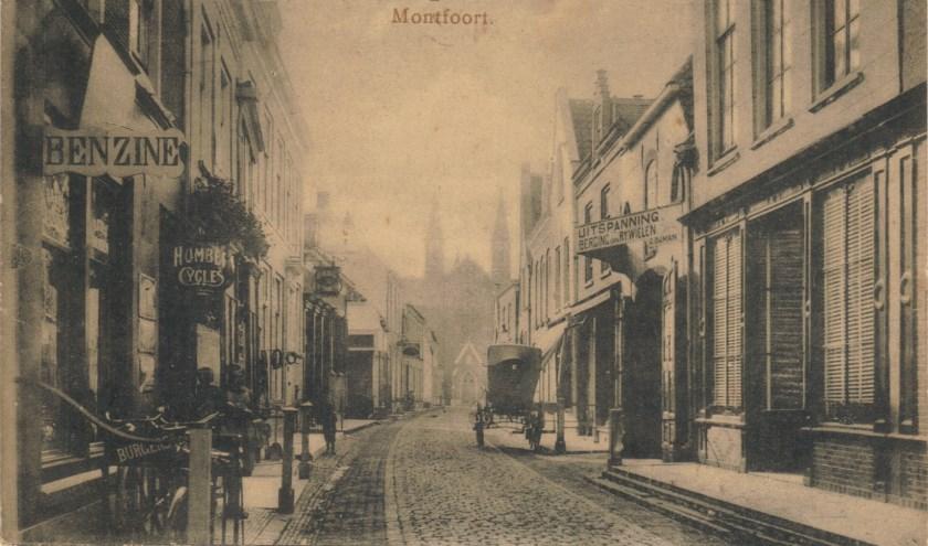 De Hoogstraat in vroeger tijden.