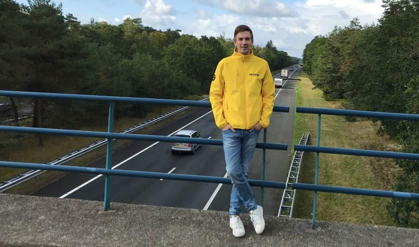 Pieter-Jan met op de achtergrond de  A28.