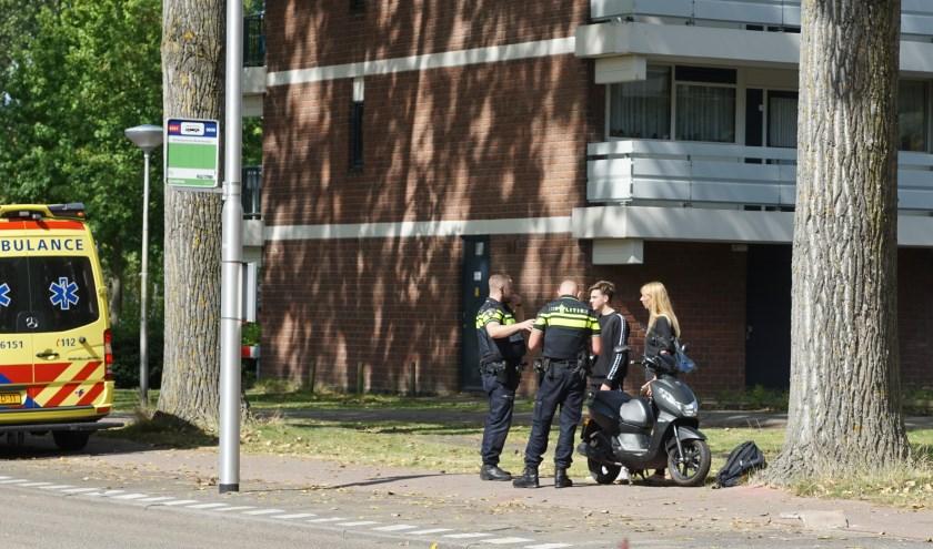 Er is weer heeft een ongeval plaatsgevonden aan de Ridder van Catsweg door losliggende tegels. Foto: AS Media